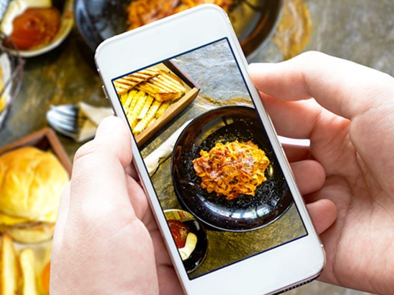 Italiani, cibo e web