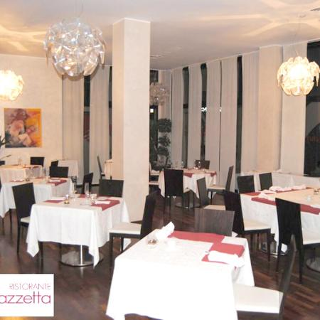 Al ristorante La piazzetta