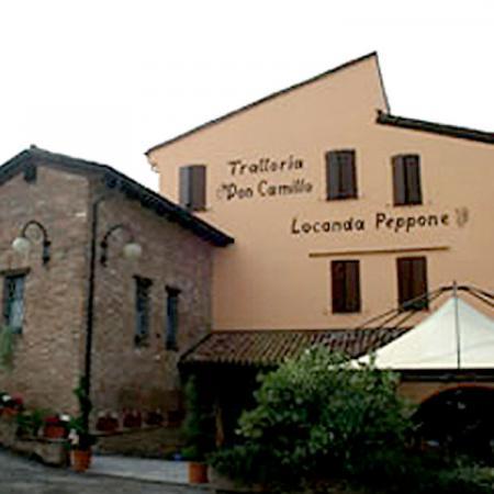 Al ristorante trattoria pizzeria Don Camillo locanda Peppone