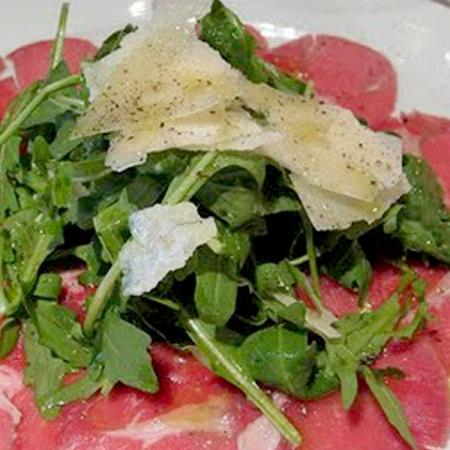 Carpaccio di vitello e roquefort