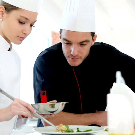 Dalla gastronomia alla cucina, quali sono i lavori dietro i fornelli