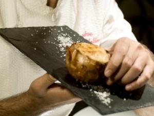 Cipolla cotta al sale e ripiena di cipolla