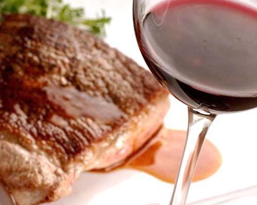 Il giusto abbinamento del vino con le carni