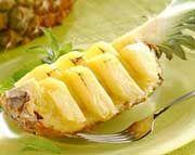 Ananas tagliato a cigno