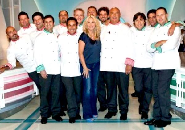 Antonella Clerici con i cuochi de La prova del cuoco