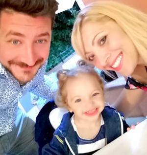 Antonio Totaro con la moglie e la figlia