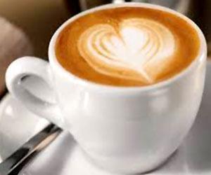 Caffè espresso macchiato caldo
