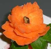 Carota tagliata a fiore