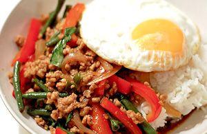 Pad krapow Moo. Ricetta tipica della cucina thailandese