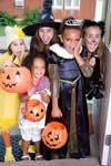 Bambini alla festa di Halloween