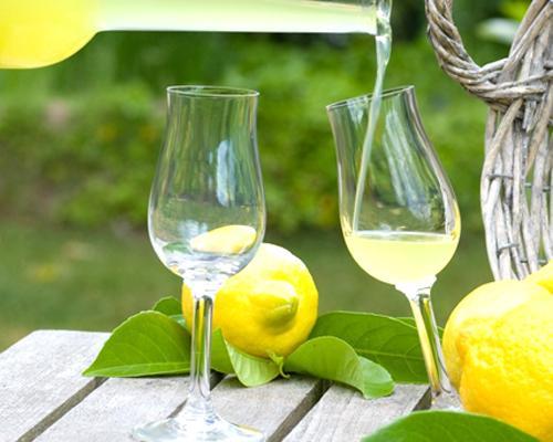 Bicchiere con limoncello