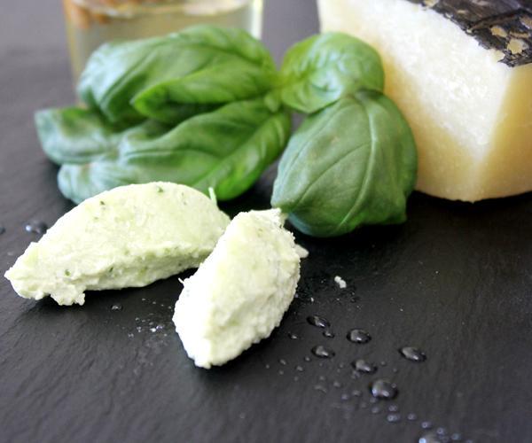 Piatto de La Rospa in Cucina: crema di pecorino al basilico e limone