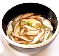 Funghi giapponesi Shiitake in brodo