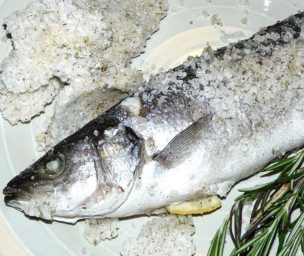 Spigola o branzino al sale