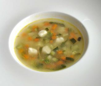 La minestra tiepida d'orto con i soffici ai tre parmigiani