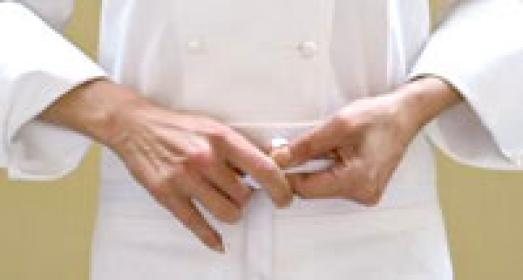 Laura Ravaioli si toglie il grembiule