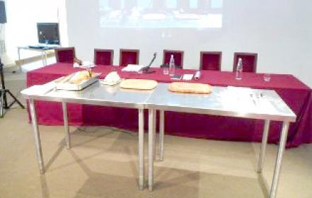 Il tavolo per la dimostrazione del trancio