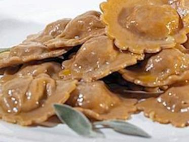 Tortelli di farina di castagne ripieni di ricotta con ragù di castagne e fonduta