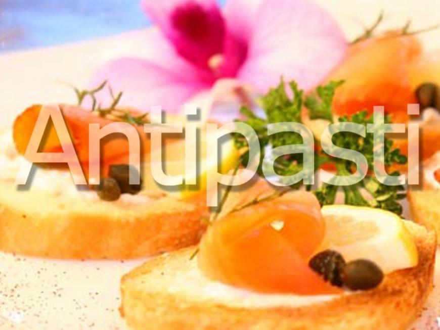 Canapè arrotolati asparagi e salsa olandese