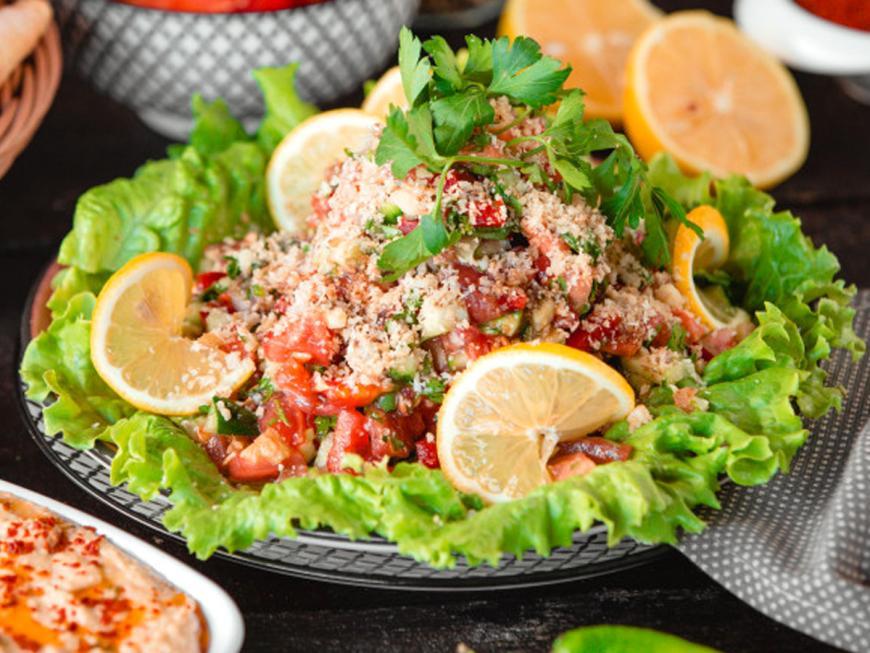 Cous cous con zucchine, peperoni e menta
