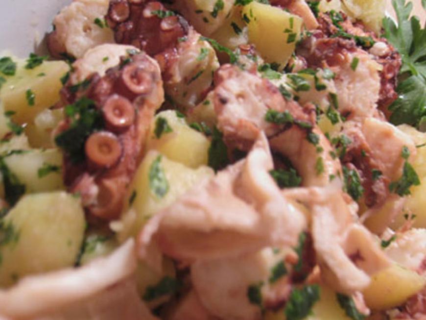 Polpo con patate novelle di Simone Rugiati