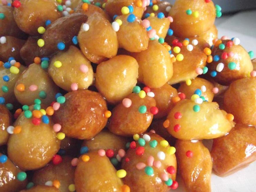 Struffoli, tipico dolce natalizio della tradizione campana