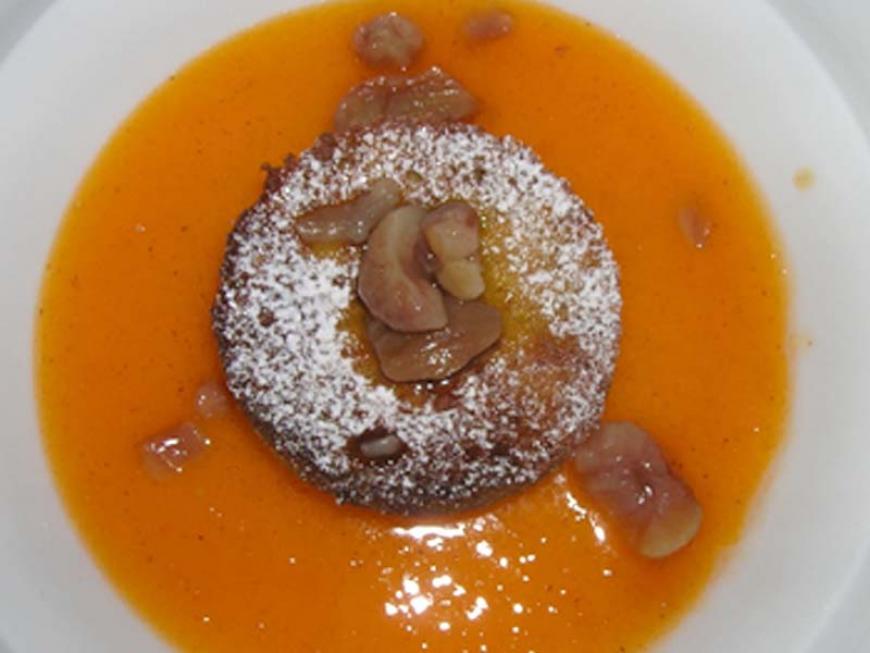 Tortino di castagne con salsa di cachi