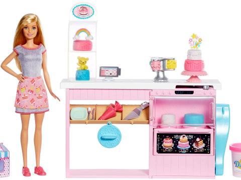 Barbie diventa pasticcera con tre dolci speciali