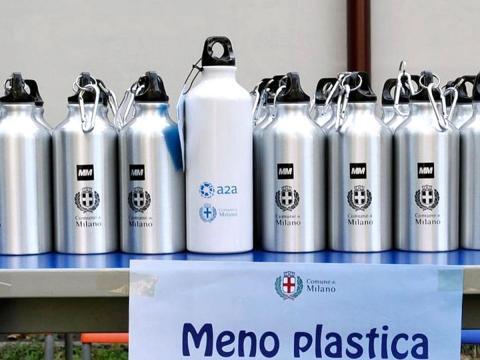 Borracce al posto delle bottigliette di plastica. Ma attenzione a lavarle bene