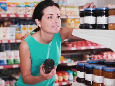 Le etichette dei prodotti food & beverage sono fondamentali. Ecco come personalizzarle online