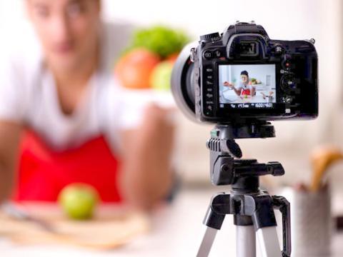 Guadagnare cucinando si può. Basta diventare food blogger di successo