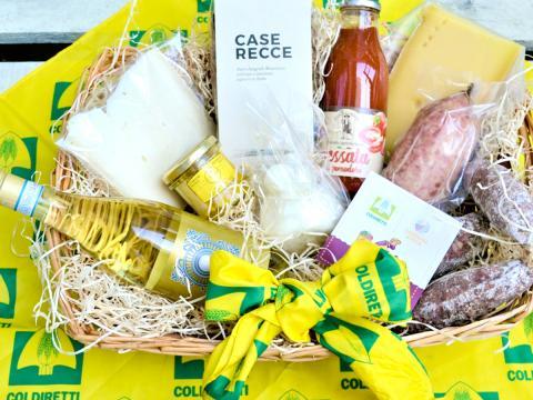 Il regalo di Natale utile e sostenibile che aiuta i piccoli agricoltori proposto da Campagna Amica. Le golose strenne a Km zero