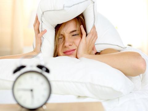 Uno studio rivela come dormire poco potrebbe far ingrassare